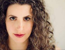 headshot of pianist Shoshana Telner